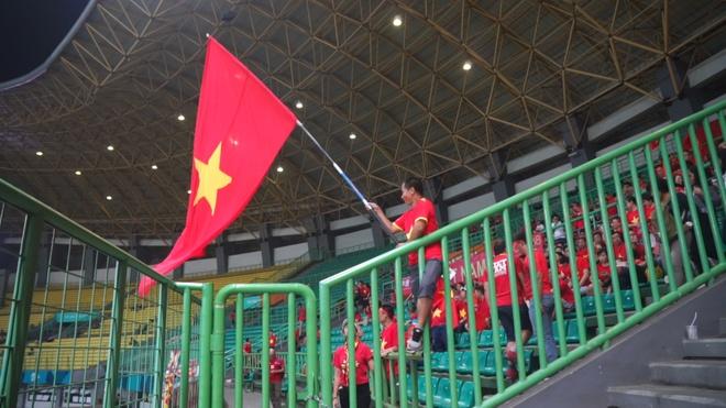 Co dong vien treo rao, vay co co vu Olympic Viet Nam hinh anh