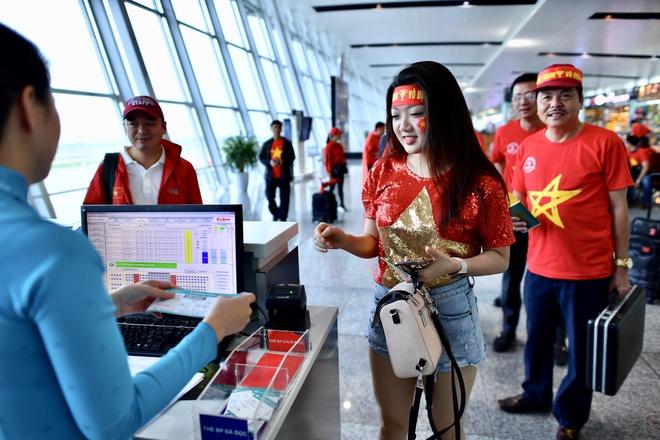 Người hâm mộ lên đường sang Malaysia cổ vũ tuyển Việt Nam
