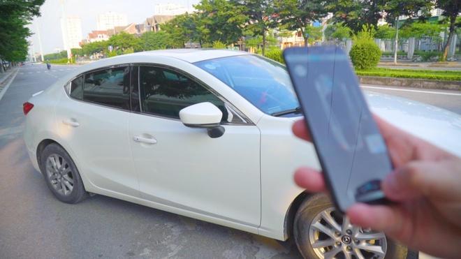 Trai nghiem dieu khien Mazda 3 tu xa bang smartphone, tien va an toan hinh anh