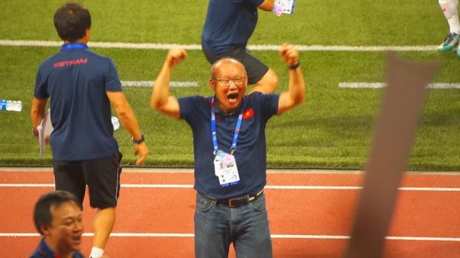 HLV Park Hang-seo an mung ban thang cua Van Hau hinh anh