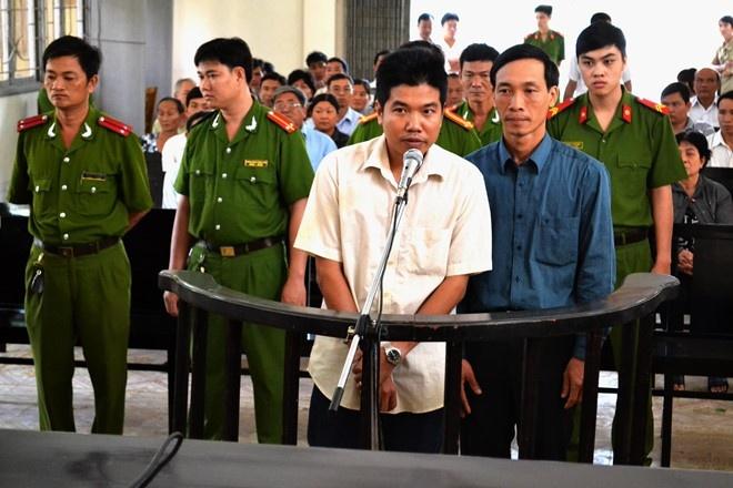 Nguyen thieu ta cong an danh chet nguoi sap hau toa hinh anh