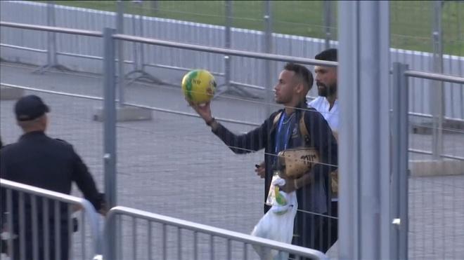 Neymar ky tang fan nhi sau that bai truoc Bi hinh anh