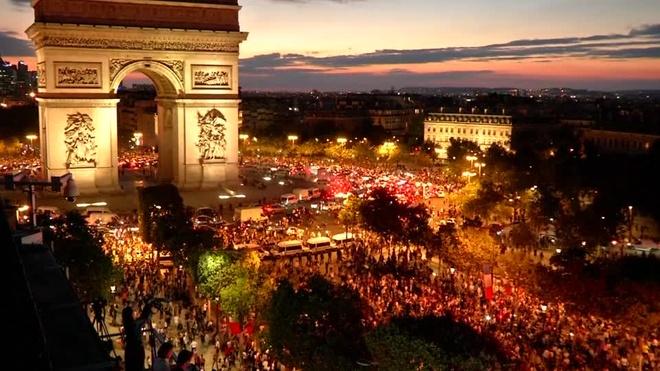 CDV Phap phu kin dai lo Champs Elysees an mung chien thang hinh anh