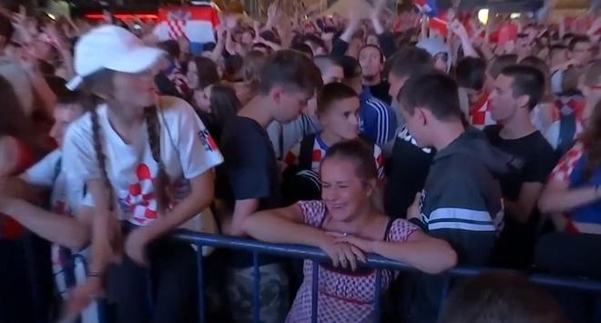 CDV Croatia bat khoc khi doi tuyen vao chung ket World Cup hinh anh