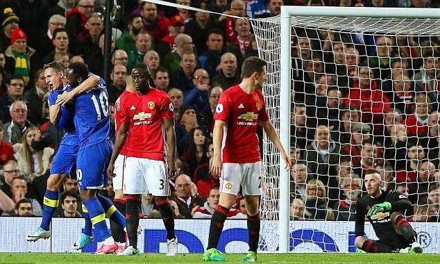 Mourinho chi trich De Gea, loai ra khoi doi hinh MU hinh anh 1