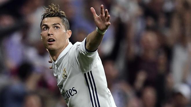 Cristiano Ronaldo dung truoc co hoi vuot mat Messi hinh anh