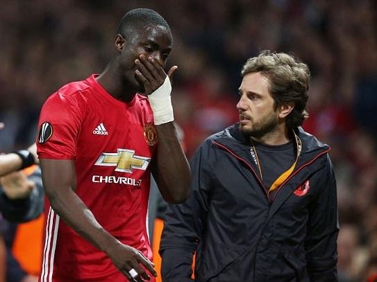 Mourinho: Bailly ngay tho, thieu kiem che hinh anh