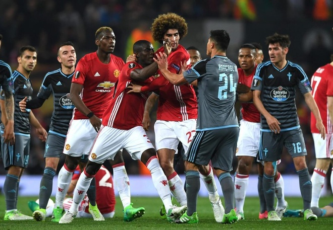 Mourinho: Bailly ngay tho, thieu kiem che hinh anh 1