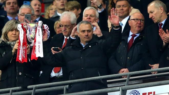 Co Mourinho, MU se vo dich Europa League? hinh anh 1
