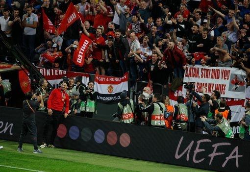 Ibrahimovic nhan duoc de nghi kho xu sau khi vo dich Europa League hinh anh 2