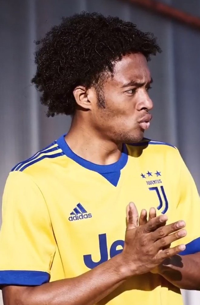 Juventus ra mat ao dau san khach bat mat hinh anh 7