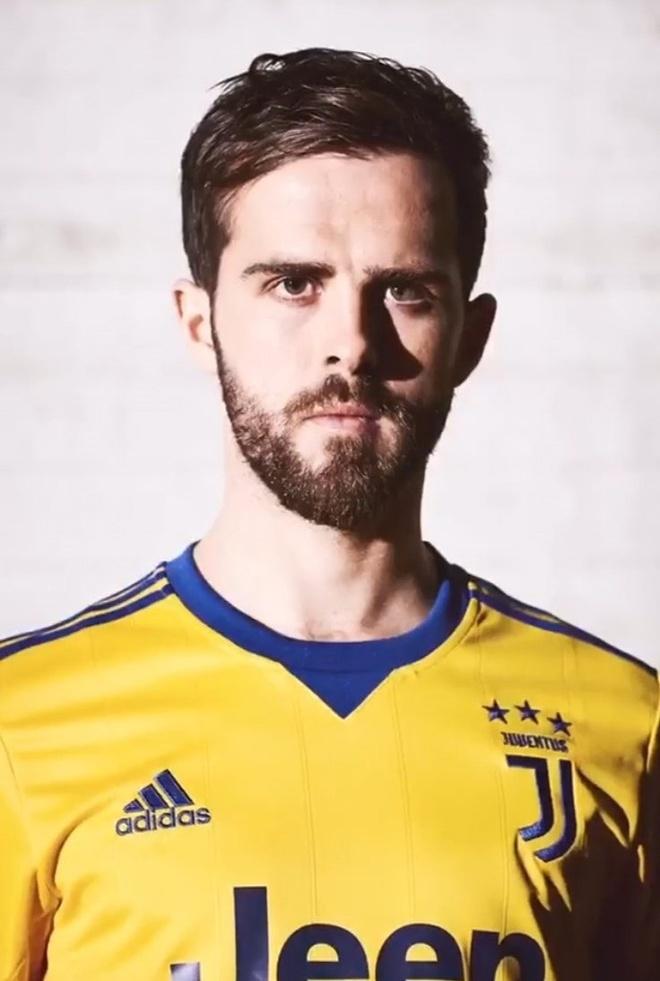 Juventus ra mat ao dau san khach bat mat hinh anh 6