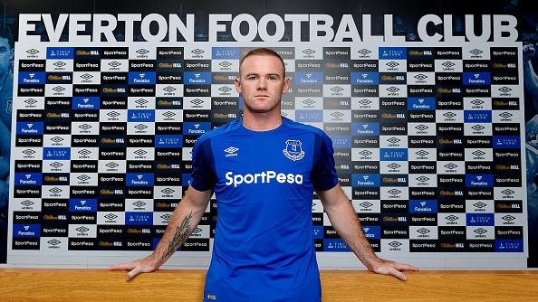 Rooney tiet lo bi mat trong suot quang thoi gian khoac ao MU hinh anh 1