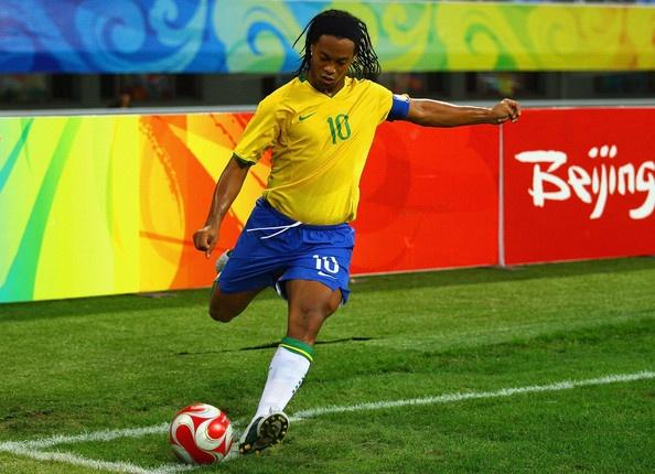 Ronaldinho, Henry va nhung pha ghi ban kho tin tu cham phat goc hinh anh