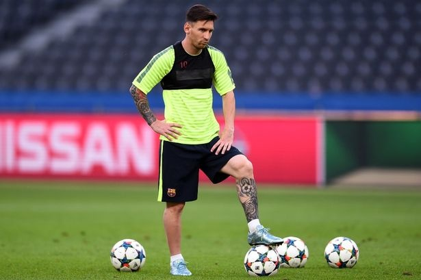 Messi, Ronaldo va nhung sieu pham duoc ghi khi... da tap hinh anh