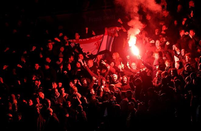 Fan MU va Liverpool bi doa bo tu tai Nga hinh anh