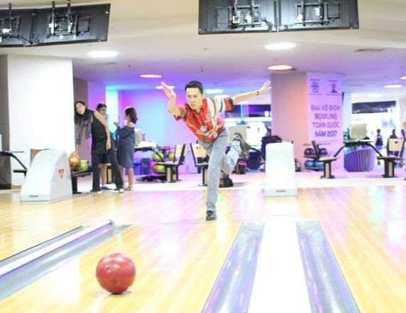 Nguoi yeu bowling thu do co them giai dau de nang cao trinh do hinh anh