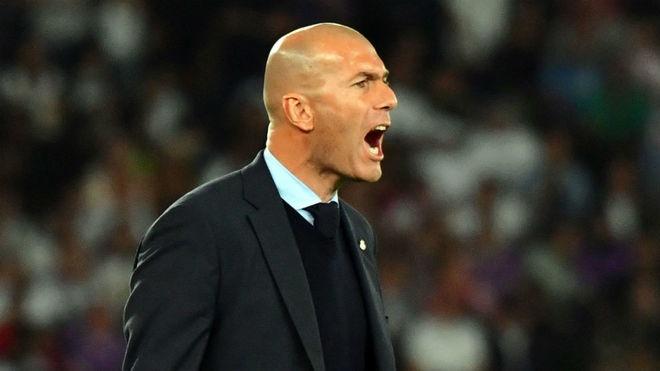Bi tuoc ban thang, Zidane cung cau thu Real dong loat phan doi VAR hinh anh