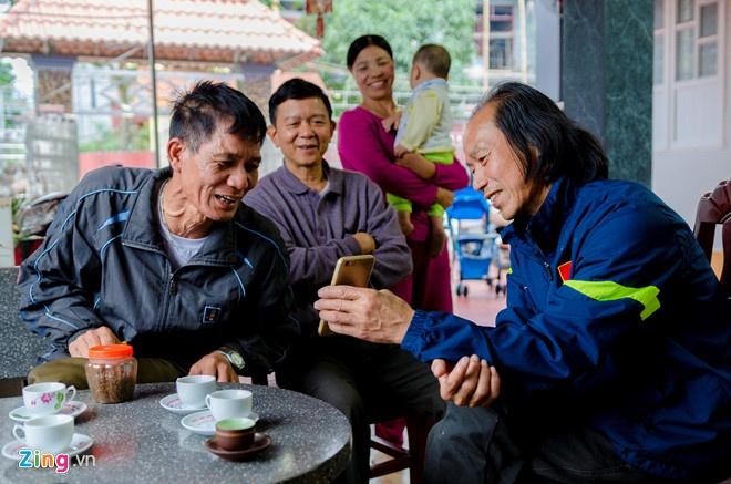 Cha Vu Van Thanh: 'Ca lang keo den nha toi an mung' hinh anh 1