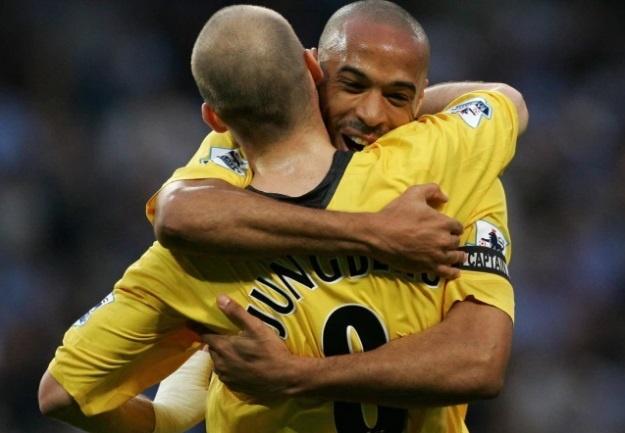 Nhung bo doi an y nhat lich su Premier League: MU lep ve Arsenal hinh anh 7