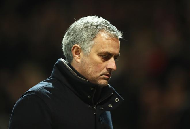 Mourinho lam MU mat chat, xung dang bi sa thai hinh anh