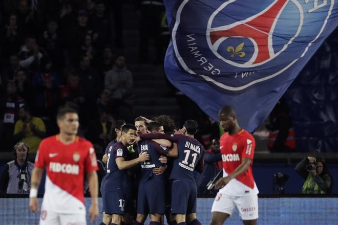 Thua PSG 7 ban, Monaco tra lai tien ve cho co dong vien hinh anh 1
