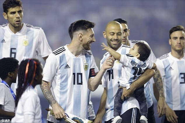 Messi ghi hat-trick, DT Argentina thang tran 4-0 truoc World Cup hinh anh 9