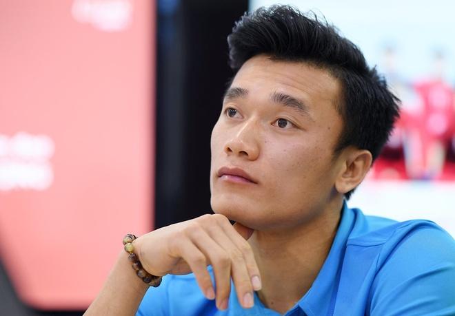 Bui Tien Dung tung ngu gat khi di cay vi thuc dem xem World Cup hinh anh