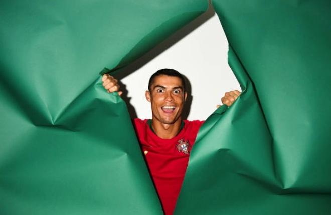 Ronaldo lam mat hai huoc trong buoi chup hinh cua Bo Dao Nha hinh anh 3