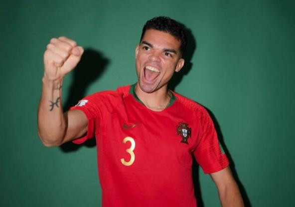 Ronaldo lam mat hai huoc trong buoi chup hinh cua Bo Dao Nha hinh anh 6