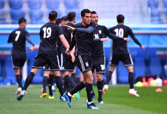 Morocco 0-1 Iran: Hau ve Morocco phan luoi nha dung phut cuoi hinh anh 2