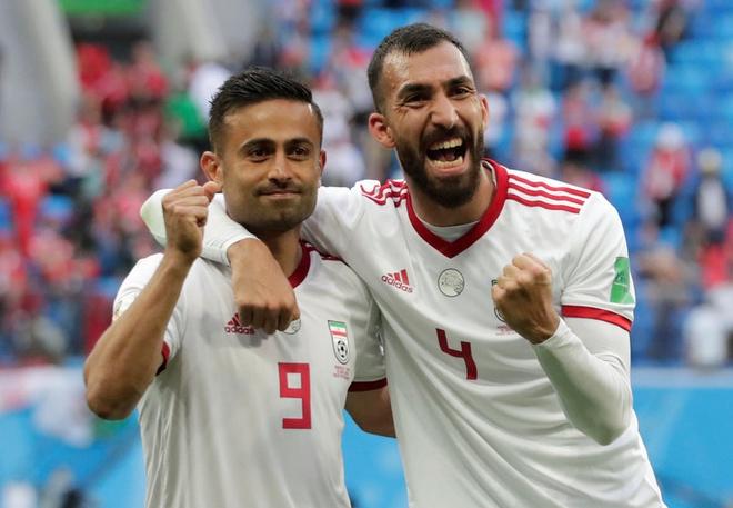 Hau ve Morocco phan luoi nha, Iran may man thang phut cuoi hinh anh