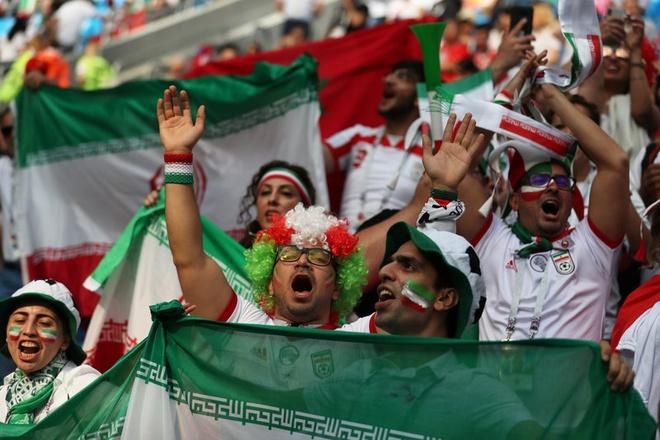 Morocco 0-1 Iran: Hau ve Morocco phan luoi nha dung phut cuoi hinh anh 7