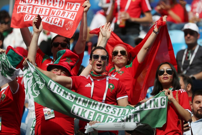 Morocco 0-1 Iran: Hau ve Morocco phan luoi nha dung phut cuoi hinh anh 8