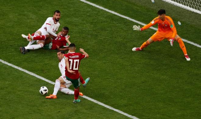 Morocco 0-1 Iran: Hau ve Morocco phan luoi nha dung phut cuoi hinh anh 10