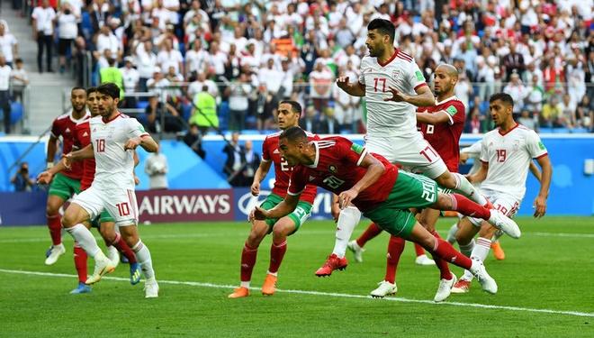 Morocco 0-1 Iran: Hau ve Morocco phan luoi nha dung phut cuoi hinh anh 14