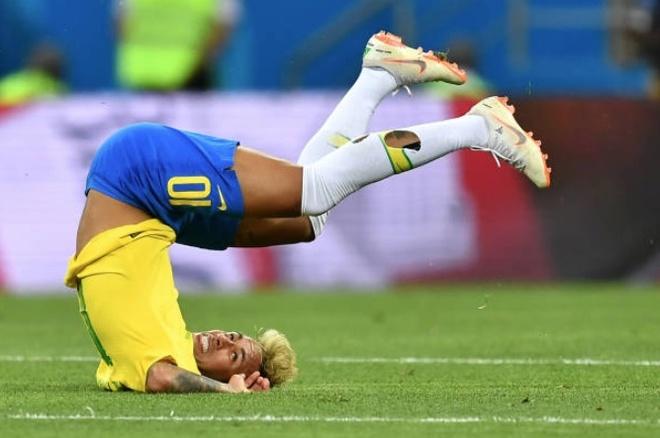 Choi do te, Neymar dang la ganh nang cua Brazil? hinh anh