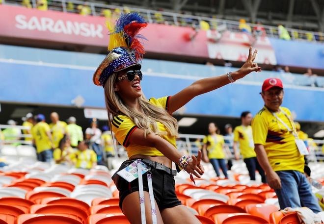 Fan nu nong bong cua Ba Lan, Colombia 'dot chay' cac SVD tai Nga hinh anh 9
