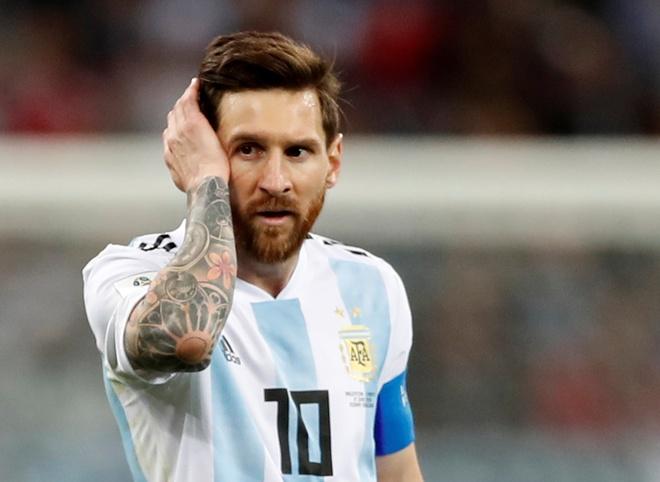 Nhin Ronaldo toa sang, Messi co muon choi bong cho Bo Dao Nha? hinh anh