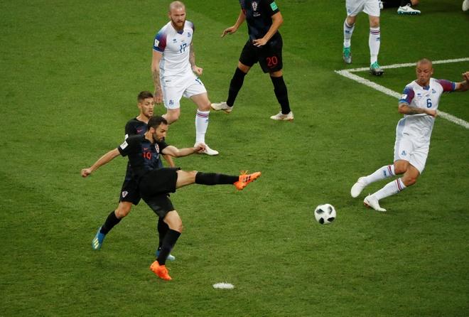 Ivan Perisic len tieng, Croatia thang kich tinh Iceland hinh anh 26