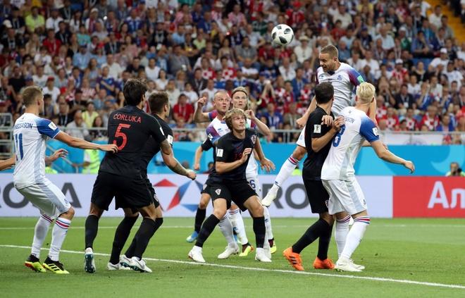 Ivan Perisic len tieng, Croatia thang kich tinh Iceland hinh anh 28