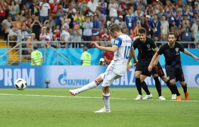 Ivan Perisic len tieng, Croatia thang kich tinh Iceland hinh anh 31
