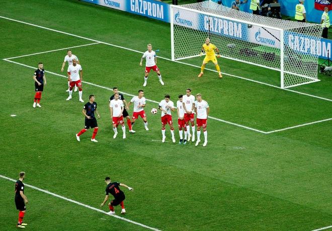 Modric da hong phat den, Croatia thang nghet tho sau loat luan luu hinh anh 19