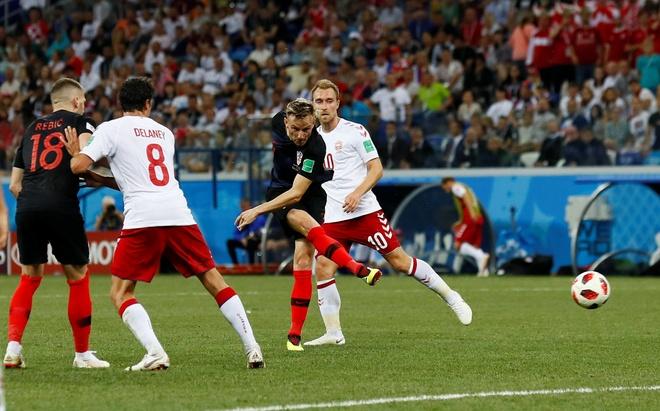 Modric da hong phat den, Croatia thang nghet tho sau loat luan luu hinh anh 34