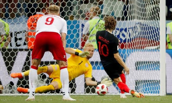 Modric da hong phat den, Croatia thang nghet tho sau loat luan luu hinh anh 40