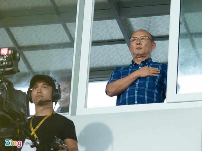 HLV Park Hang-seo tru mua trong cabin binh luan 'xem gio' cau thu U23 hinh anh 1