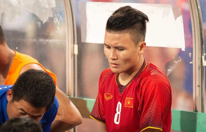 Quang Hai chan thuong, Tien Dung de thung luoi truoc Uzbekistan hinh anh