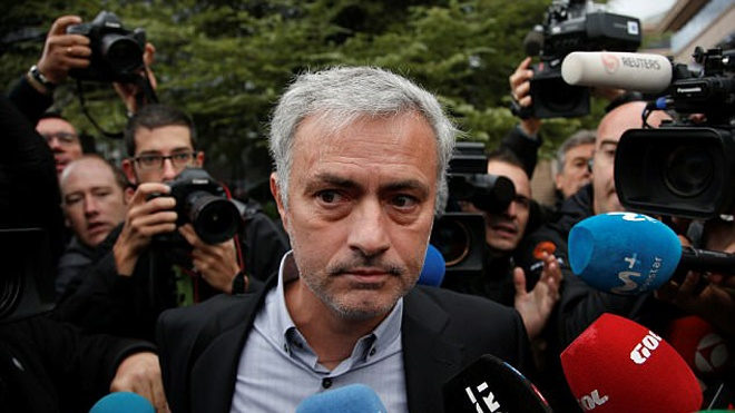 Mourinho nhan an tu 1 nam vi tron thue hinh anh