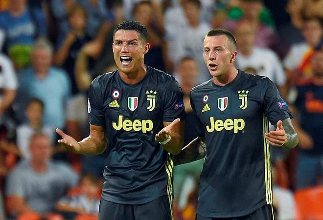 Chi gai Ronaldo: 'Ho dang co huy hoai em trai toi' hinh anh