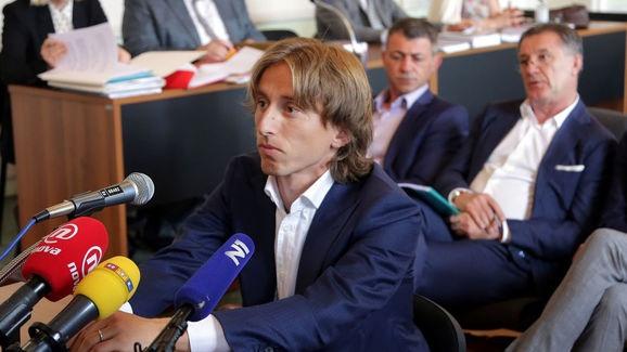Luka Modric dung truoc nguy co ngoi tu 5 nam hinh anh